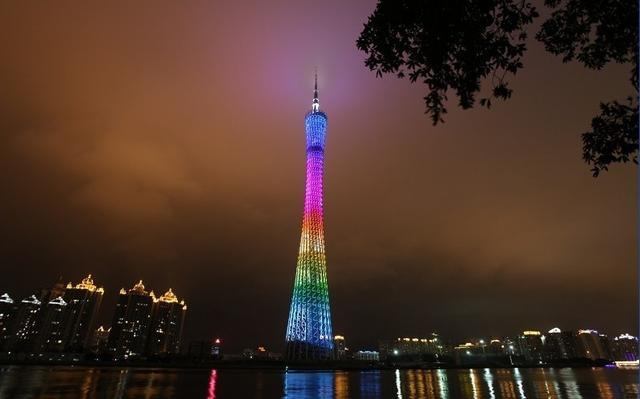 点击文章进入:世界最高电视观光塔广州塔高清大图